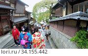 Купить «Slow motion video of tourist people on Sanneizaka street in Kyoto , Japan», видеоролик № 34155442, снято 15 июня 2020 г. (c) Serg Zastavkin / Фотобанк Лори