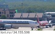 Купить «Boeing 777 taxiing after landing», видеоролик № 34155598, снято 29 ноября 2019 г. (c) Игорь Жоров / Фотобанк Лори
