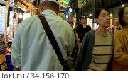 Купить «Slow motion video of the Nishiki Market, the popular food spot, located in Central Kyoto. Japan», видеоролик № 34156170, снято 21 июня 2020 г. (c) Serg Zastavkin / Фотобанк Лори