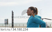 Sporty Caucasian woman exercising in an outdoor gym during daytime. Стоковое видео, агентство Wavebreak Media / Фотобанк Лори