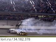 Ryan Newman (6), Corey LaJoie (32) wreck during on the final lap of the Daytona 500 at Daytona International Speedway in Daytona Beach, Florida. Стоковое фото, фотограф Zoonar.com/Walter G Arce Sr Grindstone Media/ASP I / age Fotostock / Фотобанк Лори