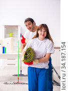 Young pair doing housework at home. Стоковое фото, фотограф Elnur / Фотобанк Лори