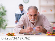 Doctor and patient suffering from Alzheimer disease. Стоковое фото, фотограф Elnur / Фотобанк Лори
