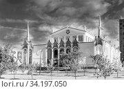 "Купить «Moscow, Russia - June 13, 2020: VDNH park at sunny summer morning. Pavilion 25 ""Petroleum"". VDNH is popular historical place in Moscow», фото № 34197050, снято 13 июня 2020 г. (c) Григорий Стоякин / Фотобанк Лори"