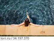Woman standing in the pool. Стоковое фото, агентство Wavebreak Media / Фотобанк Лори