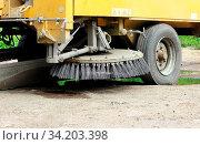 Купить «Orange round brush working on sweeper urban car», фото № 34203398, снято 7 августа 2020 г. (c) easy Fotostock / Фотобанк Лори