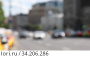 Blurred urban background with car traffic on town streets during the daytime. Real time. Стоковое видео, видеограф Алексей Кузнецов / Фотобанк Лори