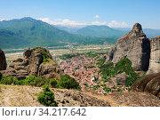Meteora rocks landscape view near Kalambaka town, Greece. Стоковое фото, фотограф Zoonar.com/Serghei Starus / easy Fotostock / Фотобанк Лори