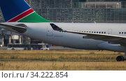 Купить «Airbus A330 taxiing after landing», видеоролик № 34222854, снято 20 июля 2017 г. (c) Игорь Жоров / Фотобанк Лори