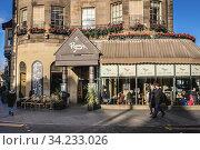 Ryan's Bar on a Hope Street in Edinburgh, the capital of Scotland, part of United Kingdom. Стоковое фото, фотограф Konrad Zelazowski / age Fotostock / Фотобанк Лори