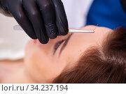Купить «Young woman visiting male beautician in hair transplantation con», фото № 34237194, снято 1 октября 2019 г. (c) Elnur / Фотобанк Лори