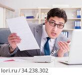 Businessman leaking confidential information over phone. Стоковое фото, фотограф Elnur / Фотобанк Лори