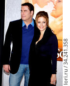 John Travolta and Kelly Preston at the Los Angeles premiere of 'The Last Song' held at the ArcLight Cinemas in Hollywood, USA on March 25, 2010. Стоковое фото, фотограф Zoonar.com/Lumeimages.com / age Fotostock / Фотобанк Лори