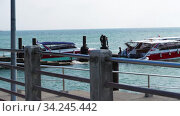 Motor boats moored to pier in Rawai, Phuket, Thailand (2019 год). Редакционное видео, видеограф Игорь Жоров / Фотобанк Лори