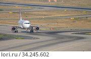 Купить «Airplane taxiing after landing», видеоролик № 34245602, снято 19 июля 2017 г. (c) Игорь Жоров / Фотобанк Лори