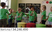Group of kids wearing recycle symbol tshirt giving high fives to each other. Стоковое видео, агентство Wavebreak Media / Фотобанк Лори