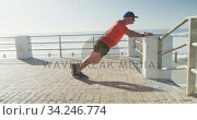 Senior man performing stretching exercise on the promenade. Стоковое видео, агентство Wavebreak Media / Фотобанк Лори