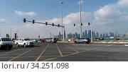 Doha, Qatar - Nov 21. 2019. Traffic on Cornishe street near West Bay. Редакционное фото, фотограф Володина Ольга / Фотобанк Лори