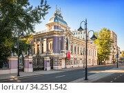 Здание старинной усадьбы Коробкова на улице Пятницкой в Москве. Стоковое фото, фотограф Baturina Yuliya / Фотобанк Лори