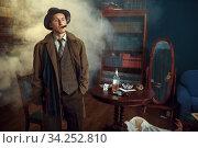 Detective with cigar holds leather folder, retro. Стоковое фото, фотограф Tryapitsyn Sergiy / Фотобанк Лори
