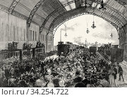 Farewell at the Madrid train station to the Canary battalion of the Spanish army bound for the Cuban War 1895, Spain. From La Ilustracion Española y Americana 1895. Стоковое фото, фотограф Jerónimo Alba / age Fotostock / Фотобанк Лори