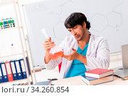 Купить «Young student chemist in the classroom», фото № 34260854, снято 5 августа 2020 г. (c) easy Fotostock / Фотобанк Лори