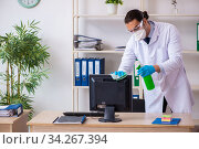 Young male doctor virologist in the office. Стоковое фото, фотограф Elnur / Фотобанк Лори
