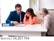 Young male lawyer, old man and his granddaughter in testament co. Стоковое фото, фотограф Elnur / Фотобанк Лори