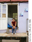 Woman otside a kiosk in Nagorno Karabakh. Photo: André Maslennikov (2006 год). Редакционное фото, фотограф Andre Maslennikov / age Fotostock / Фотобанк Лори