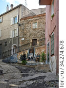 Rundgang durch Orgosolo auf der Insel Sardinien, das beruehmt ist für rund 150 Murals/Wandgemaelde der verschiedensten Themen und Motive ueber die ganze Stadt verteilt. Стоковое фото, фотограф Zoonar.com/JOACHIM G. PINKAWA / easy Fotostock / Фотобанк Лори