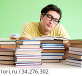 Student with too many books to read before exam. Стоковое фото, фотограф Elnur / Фотобанк Лори