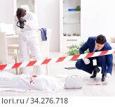 Forensics investigator at the scene of office crime. Стоковое фото, фотограф Elnur / Фотобанк Лори