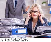 Купить «Angry irate boss yelling and shouting at his secretary employee», фото № 34277026, снято 2 октября 2017 г. (c) Elnur / Фотобанк Лори