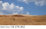 Desert mountain landscape against the background of moving clouds, Jordan, Middle East. Стоковое видео, видеограф Владимир Журавлев / Фотобанк Лори