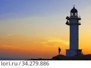 Sunset. Pretty woman backlight in Es Cap de Barbaria lighthouse, in Formentera, Balears Islands. Spain. Barbaria cape formentera lighthouse road. Стоковое фото, фотограф Sergi Reboredo / age Fotostock / Фотобанк Лори