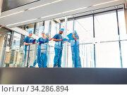 Notfall Ärzte Team beim Briefing für den Einsatz in der Notaufnahme der Klinik. Стоковое фото, фотограф Zoonar.com/Robert Kneschke / age Fotostock / Фотобанк Лори