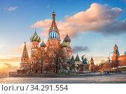 Собор Василия Блаженного на Красной Площади в Москве ранним утром (2018 год). Стоковое фото, фотограф Baturina Yuliya / Фотобанк Лори