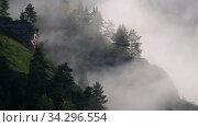 Video of fast moving fog wisps of fog in the mountains near the Altai village of Manzherok. Altai, Russia. Стоковое видео, видеограф Serg Zastavkin / Фотобанк Лори