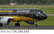 Купить «Airplane taxiing before departure», видеоролик № 34296642, снято 22 июля 2017 г. (c) Игорь Жоров / Фотобанк Лори