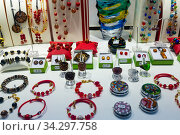 Jewelries from Murano glass in gift shop in Venice. Стоковое фото, фотограф Яков Филимонов / Фотобанк Лори