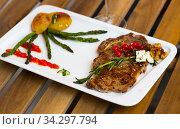 Veal with grilled vegetables. Стоковое фото, фотограф Яков Филимонов / Фотобанк Лори