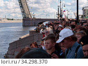 Russia, Saint Petersburg-July 26, 2020: People on the embankment of St. Petersburg during the parade of the Russian Navy. Редакционное фото, фотограф Филатова Ирина / Фотобанк Лори