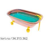 Altmodische Badewanne mit Wasser und goldenen Hähnen 3D rendering. Стоковое фото, фотограф Zoonar.com/Dr. Norbert Lange / easy Fotostock / Фотобанк Лори