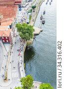 View from the Luis 1 bridge, Porto, looking over the port houses of Vila Nova de Gaia. Редакционное фото, фотограф Николай Коржов / Фотобанк Лори