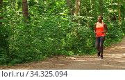 young african american woman running in forest. Стоковое видео, видеограф Syda Productions / Фотобанк Лори