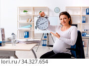 Купить «Old pregnant woman working in the office», фото № 34327654, снято 5 августа 2020 г. (c) easy Fotostock / Фотобанк Лори