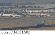 Купить «Vietnam Airlines Airbus A321 departing from Hong Kong», видеоролик № 34331582, снято 10 ноября 2019 г. (c) Игорь Жоров / Фотобанк Лори