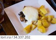 Купить «Cooked pork meat with mushrooms and provencal sauce», фото № 34337202, снято 3 августа 2020 г. (c) Яков Филимонов / Фотобанк Лори