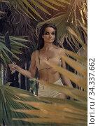 athletic woman holding machete posing in palm trees forest. Стоковое фото, фотограф Alexander Tihonovs / Фотобанк Лори