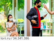 Take Temperature for customer with face mask before getting in restaurant... Стоковое фото, фотограф Zoonar.com/Vichie81 / easy Fotostock / Фотобанк Лори